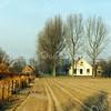 F2876<br /> De boerderij van Wim van Rijn is ca 300 jaar oud. Volgens het boekje van J.Thijs Jr: 'Sassenheim omstreeks 1813' woonde hier de bouwman Cornelis Schramade. In 1913 werd de boerderij bewoond door de fam. Rotteveel. De huidige bewoner, Wim van Rijn heeft het pand van binnen en buiten prachtig laten opknappen. Hij stamt ook uit een bekend boerengeslacht uit deze streek. Foto: 1992.