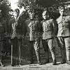 F2763<br /> Mobilisatie 1939. Voor het park Rusthoff staan een aantal soldaten. Tweede van links is Kees Kuijt uit Sassenheim. Rechts naast hem staat Harm Post uit Oosterwolde. Foto: 1939