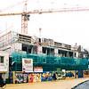 F2533<br /> Het hoogste punt van het appartementencomplex Ambachtstaete aan de Hoofdstraat is bereikt. Foto: 2003.