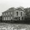 F0868 <br /> Collectie Oudshoorn 032: bollenhuis van M. Beumer. Het pand is afgebroken toen de Carolus Clusiuslaan aangelegd ging worden (ca. 1939).<br /> Foto: 1904.<br /> .