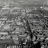 F4050a <br /> Een luchtfoto van Sassenheim.Ter oriëntatie,In het midden de Hoofdstraat, onderaan rechts de Bernardus, rechts boven Park Rusthoff, ook herkenbaar de Pancratiuskerk, geheel links boven de Ruïne van Teylingen.