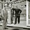 F3094<br /> George Kis staat op de Parklaan waar nu de Total benzinepomp is gevestigd.