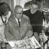 F2819<br /> Rusthofflaan 10, de ouderlijke woning van Bart Zoet. Vlnr: zus Trudy; vader Zoet en broer Henk. Foto: 1964