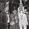 F3969<br /> Arie van Dijk krijgt de Grootste Asbak van Prins Carnaval Cors Janssen (geheel links staat dhr. Dofferhof). Foto: 1982