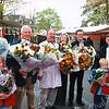 F2564<br /> Vier jubilerende marktkooplieden op het Hortusplein te Sassenheim. V.l.n.r. (met bloemen): Piet van der Pol, Cors Overdevest, Van der Reijden en Van Benten. Foto: 2004.