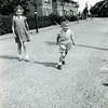 F3541<br /> De Adelborst van Leeuwenlaan. De twee kinderen zijn Bep en Wim de Nobel, zij woonden op nr.4. In het eerste huis aan de linkerkant woonde de fam. Molkenboer. Dat huis is gesloopt voor het verbreden van het pad, dat haar de huis van C. Hoogervorst liep. In het tweede huis woonde de fam. Van der Geest.