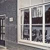 F3357<br /> De klokkenwinkel van Bep Duchâteau in de Rusthofflaan  Foto: ca 1940