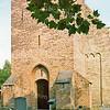 F2437<br /> Het kerkhof rondom de Ned.-herv. kerk (Dorpskerk). Foto: 1976.