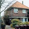 F4204 <br /> Het huis aan de J.P. Gouverneurlaan, waar de families Geerts en van Rijn hebben gewoond. Foto: 2003