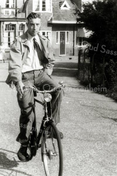 F2634<br />  Abraham Knetsch in de Charbonlaan.