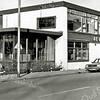 F1293 <br /> Hoofdstraat 99. De Oude Post, voorheen café-restaurant. De eigenaar was A. Schrama, later dhr. Postma. Later werd het dagopvang voor geestelijk gehandicapten. Het pand is gesloopt om plaats te maken voor het appartementencomplex Oude Post.