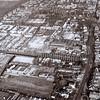 F3606<br /> Luchtfoto. De Zandslootkade (met bomenrij) kruist de Hoofdstraat. Op het open stuk midden in de foto heeft het bollenbedrijf van A.Frijlink & Zonen N.V. gestaan. In 1977 is het bedrijf verhuisd naar Noordwijkerhout. De gebouwen aan de Zandslootkade zijn gesloopt 1979/1980. Op het vrijgekomen terrein werd in 1981 woningbouw gepleegd.Rechtsboven staat de R.K. Pancratiuskerk. Foto: voor 1981