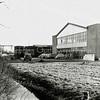 F1190b <br /> Bedrijfspand van de auto-importeur Hart Nibbrig en Greeve. Foto: 1955.