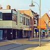 F2001<br /> De wijnhandel van Van Niekerk aan de Hoofdstraat, gesloopt in 2004. Foto: 2003