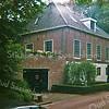 F1651 <br /> De voormalige orangerie schuur  op het landgoed Ter Leede. Later deed het gebouw dienst als schuur, behorend bij de boerderij aldaar. Heeft lange tijd in sterk vervallen toestand dienst gedaan als opslag. Is verbouwd tot woonhuis. Foto: 2001.