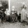 F4592<br /> Johan Stoute, Johan (1877) met Bep Stoute,  Elisabeth van Hemert?, Wim Stoute, Mina van der Woerd en Nicolaas Stoute.