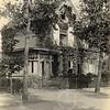 F0773 <br /> Villa Siwah aan de Hoofdstraat, gebouwd in 1903 voor Frijlink. Deze fraaie villa is genomineerd voor de gemeentelijke monumentenlijst, maar in 2014 weer van de lijst afgevoerd. Foto: vóór 1921.<br /> <br /> [Collectie Oudshoorn 031: villa Siwah, Hoofdstraat, A. Frijkink 1903.]