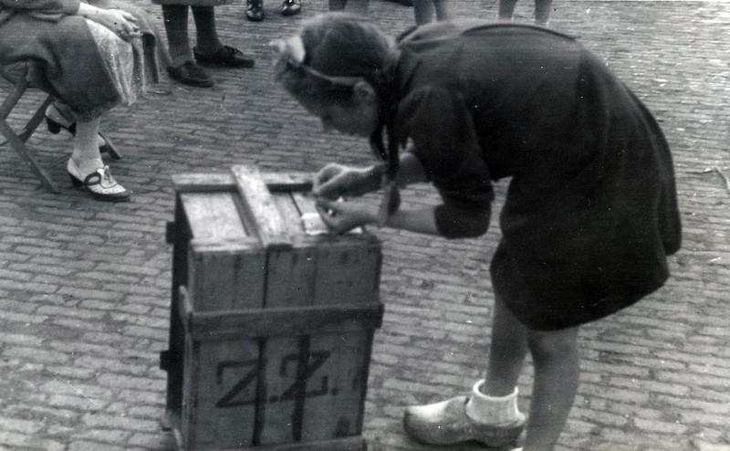 F4495<br /> Bevrijdingsfeest. Foto: 1945