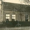 F4385<br /> Het huis van Gerrits, eigenaar van de melkfabriek aan de Teijlingerlaan. De melkfabriek is later omgebouwd tot wasserij (fa. van Niekerk). Foto: jaren '30