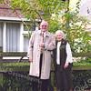 F1517 <br /> Dhr. L.A. Colijn met zuster Van den Beukel voor huize Bethesda aan de Emmalaan.
