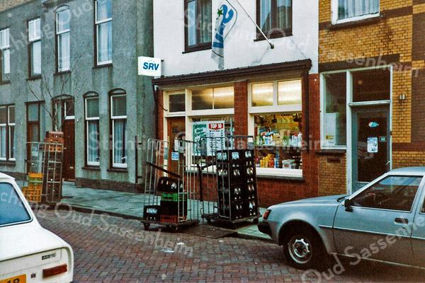 F1514 <br /> De melkzaak van Jac. van Rijn in de Floris Schoutenstraat.