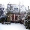 F3411<br /> Hoofdstraat 102. Het pand ligt achter Hoofdstraat 100, waar W. van Hage woont. De familie Drost (melkboer) heeft daar gewoond.