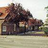 F1349f <br /> Achterste gedeelte van de Jacoba van Beierenlaan/hoek Westerstraat. Op de achtergrond de basisschool De Overplaats.