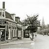 F2384<br /> Bakkerij Meijer op de hoek van de Zandslootkade en de Hoofdstraat, bij de Oude Post. Foto: 1968.