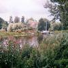 F4239<br /> <br /> De Sassenheimer Vaart bij het viaduct onder de A44. Op de plaats waar nu de bungalow staat, stond vroeger de boerderij van Berkhout met de watermolen. Foto: 2003