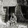 F0113 <br /> De kooiboer Dirk van Haastrecht. De foto is genomen toen hij 40 jaar kooiboer was. Hij is geboren in 1859 en overleden in 1934. Hij woonde op 't Bijennest aan de Menneweg. Van Haastrecht heeft de kooirechten indertijd verkocht aan de gemeente Warmond. Het gebied lag altijd al in de gemeente Warmond.