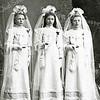 F2858 <br /> Pietje, Mina en Joanna Rotteveel (drieling), dochters van Hugo Rotteveel (slager) en Cornelia Langeveld, geboren op 10 februari 1897. Het gezin woonde op de Hoofdstraat. Zie ook F2859.