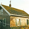F2004<br /> Het huis van pontjesbaas C.L. Enzler aan het eind van de 3e Poellaan aan de Ringvaart. Hij heeft daar tot 1995 gewoond. Foto: 1995