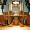 F2812<br /> Het interieur van de gereformeerde kerk in de Julianalaan rondom het liturgisch centrum van 1958-1992. In 1958 is door orgelbouwer Leeflang een nieuw orgel gebouwd.