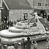F0693b <br /> Een mooie corsowagen van de Gebr. Van Zonneveld & Philippo. De foto is genomen vóór het bedrijf. Foto: ca. 1950.