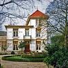 F0510 <br /> Huize Casa Reale aan de Hoofdstraat, gebouwd rond 1895. Dit schitterend gerestaureerde rijksmonument heeft een prachtig aangelegde tuin. Foto: 1999