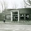 F2479<br /> De ingang van het jongerencentrum Fascinus aan de Van Alkemadelaan. Foto: 2001.