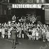 F3697<br /> Kinderkoor 'De Lenteklokjes' tijdens een uitvoering in de Julianakerk. Foto: ca 1975.