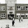 F2495<br /> Basisschool 'De Rank' aan de St. Antoniuslaan te Sassenheim. Foto: 2002