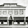 F2733<br /> Hotel café-restaurant 'Het Bruine Paard' aan de Hoofdstraat. Het was een zeer oude herberg. Vóór 1870 vergaderde hier de Gemeenteraad en daarvóór het Regthuijs, waar Schout en Schepenen bijeen kwamen.   Verbouwing door de architecten Ponsen en Lohmann. Gesloopt in 1979. Foto: vóór 1929