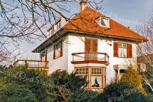 F2878<br /> Hoofdstraat, villa de Krogt. Vroeger bewoond geweest door de fam. Zwetsloot en de fam. W.J. van Ginhoven. Foto: 1992.