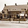 F3725<br /> Parklaan 105, Sassenheim. Aan de rechterkant de  woning van de familie Wilbrink, in het linkerhuis woonde meester de Haan, hoofd van de christelijke school aan de Jacoba van Beierenlaan. Foto: jaren '50