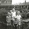 F2766<br /> De achtertuin van de fam. Helmus, Heemstrastraat 32. Foto: ca 1953