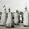 F2320<br /> Bevrijdingsoptocht 1945. In de ????? bevinden zich de personen die bij foto F2319 vermeld zijn. Foto: 1945.