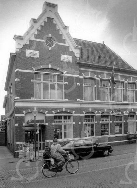 F4078 <br /> Het postkantoor aan de Hoofdstraat te Sassenheim. Foto: dec. 1994