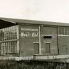 F3396<br /> Machinefabriek WEST END aan de Wasbeekerlaan. De fabriek is opgericht in 1947.De oorsprong van het familiebedrijf ligt in de reparatie en revisie van apparaten en motoren. Nu krijgen ze opdrachten van de NASA en de Estec.<br /> Het bedrijf is jaren geleden naar Lisse verhuisd (Meer en Duin).
