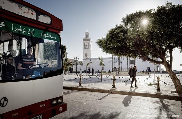 ALGERIE. ALGER. La Place des Martyrs (autrefois dénommée « Place Royale » ou « Place du Gouvernement ») et la mosquée El Djeddid.