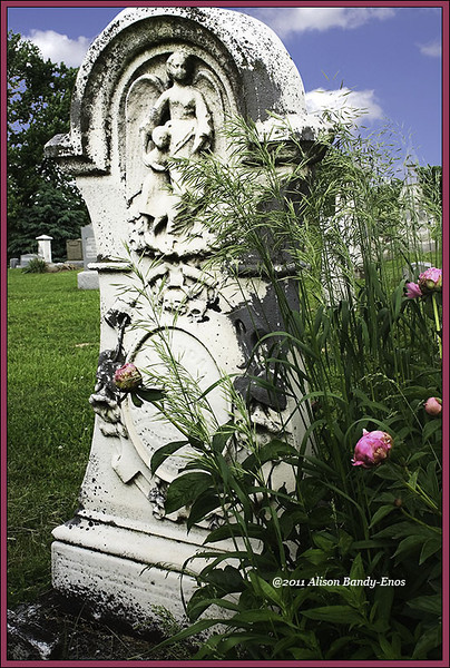 A monument in the Harshman Cemetery outside of Eaton OD<br /> (2004-05-24 329 The Harshman Cemetery )