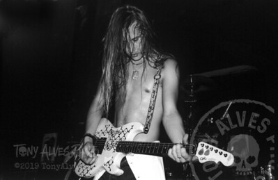 Alice-In-Chains-1991-02-15-BW_01-Edit