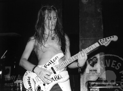 Alice-In-Chains-1991-02-15-BW_21