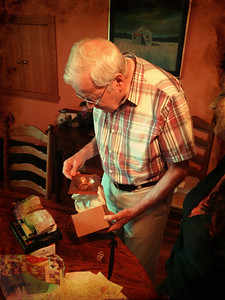 Derek opens pressies on his 80th birthday.  He liked the copper bowl shown here that Ruth made for him.